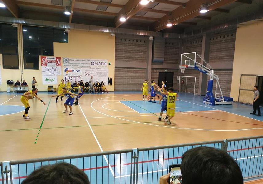 https://www.basketmarche.it/immagini_articoli/27-10-2018/dinamis-falconara-sconfitta-campo-polverigi-basket-600.jpg