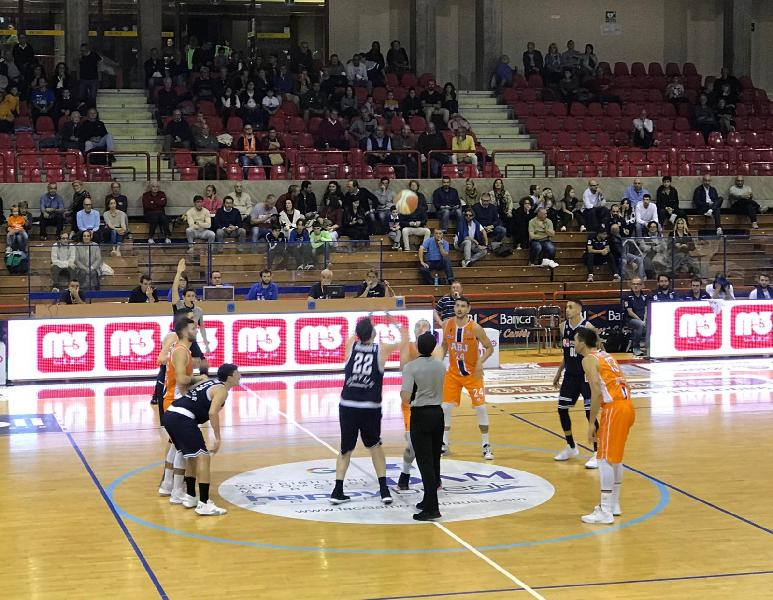 https://www.basketmarche.it/immagini_articoli/27-10-2019/aurora-jesi-merito-derby-virtus-civitanova-600.jpg