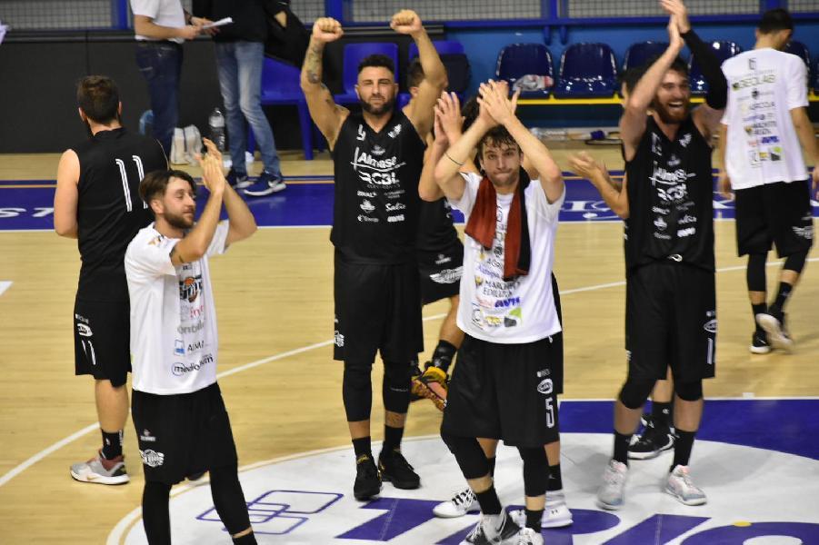 https://www.basketmarche.it/immagini_articoli/27-10-2019/basket-toti-conquista-bella-vittoria-campo-chem-virtus-porto-giorgio-600.jpg