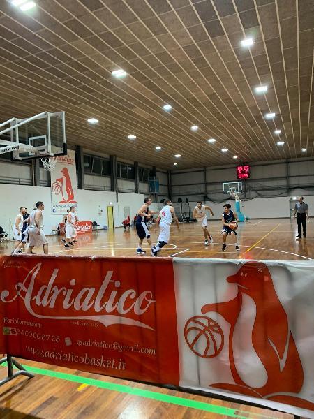 https://www.basketmarche.it/immagini_articoli/27-10-2019/marotta-basket-espugna-campo-adriatico-ancona-grazie-buon-ultimo-quarto-600.jpg
