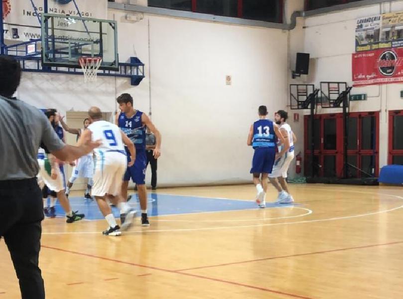 https://www.basketmarche.it/immagini_articoli/27-10-2019/montemarciano-doma-titano-marino-conquista-quarta-vittoria-consecutiva-600.jpg