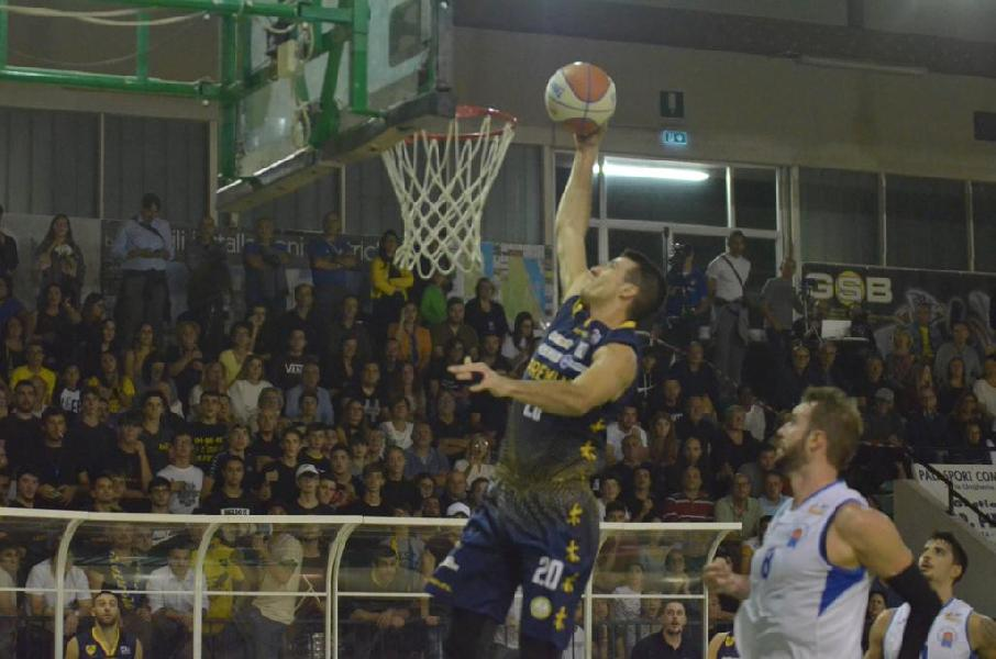 https://www.basketmarche.it/immagini_articoli/27-10-2019/sutor-montegranaro-derby-campo-porto-sant-elpidio-basket-600.jpg