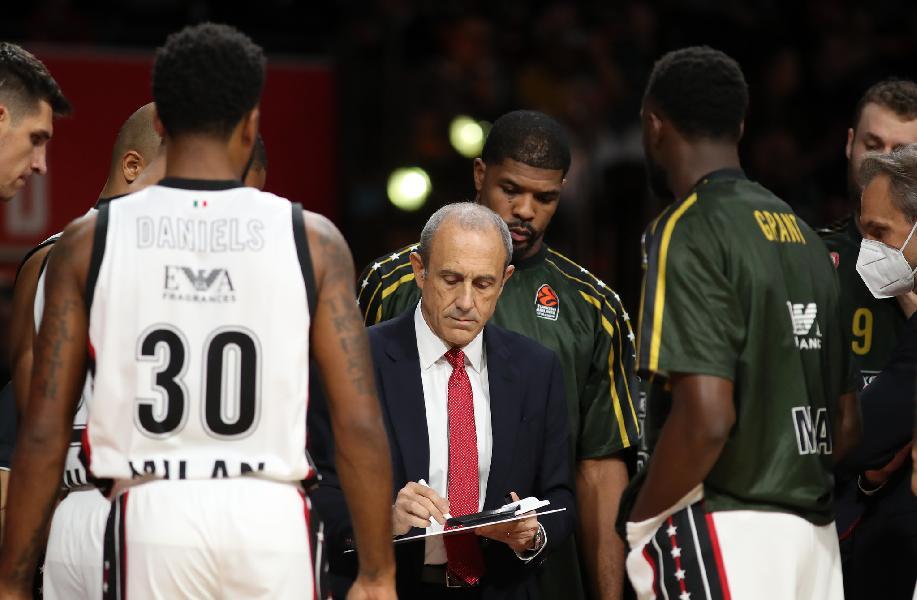 https://www.basketmarche.it/immagini_articoli/27-10-2021/olimpia-milano-coach-messina-nostra-difesa-solito-migliore-600.jpg