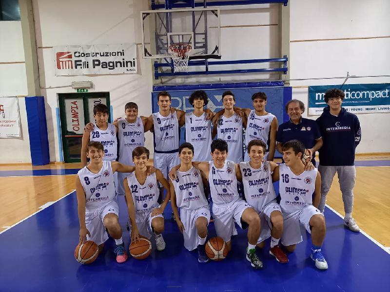 https://www.basketmarche.it/immagini_articoli/27-10-2021/silver-basket-fossombrone-parte-piede-giusto-supera-unione-basket-marcello-600.jpg