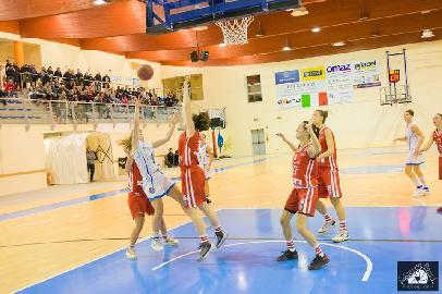 https://www.basketmarche.it/immagini_articoli/27-11-2017/serie-a2-femminile-la-feba-civitanova-si-arrende-alla-capolista-empoli-270.jpg