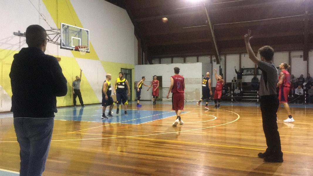 https://www.basketmarche.it/immagini_articoli/27-11-2018/victoria-fermo-ancora-sconfitta-adesso-testa-derby-basket-fermo-600.jpg