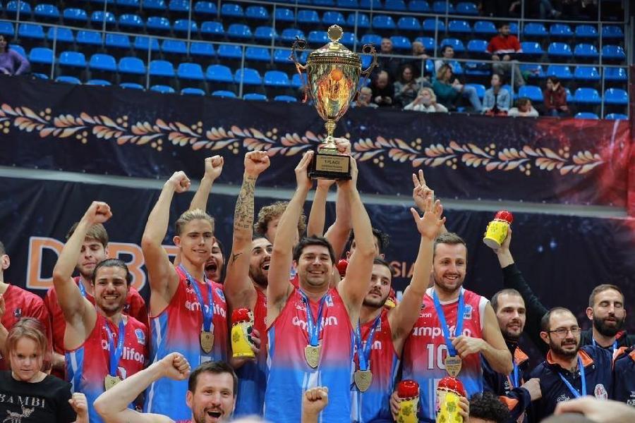 https://www.basketmarche.it/immagini_articoli/27-11-2019/basket-udenti-amplifon-royal-lions-fabriano-vince-dibf-eurocup-2019-600.jpg