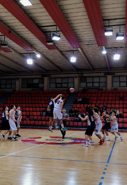 https://www.basketmarche.it/immagini_articoli/27-11-2019/under-pallacanestro-senigallia-supera-ancona-progetto-2004-600.jpg