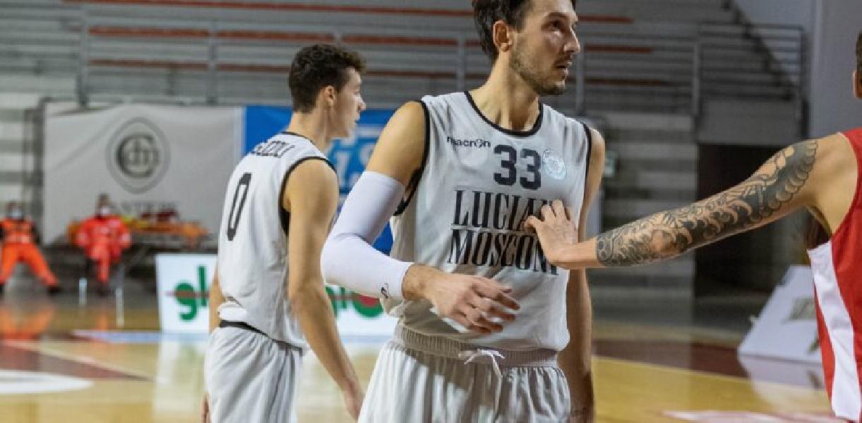 https://www.basketmarche.it/immagini_articoli/27-11-2020/campetto-ancona-perde-gianmarco-leggio-infortunio-mano-600.jpg