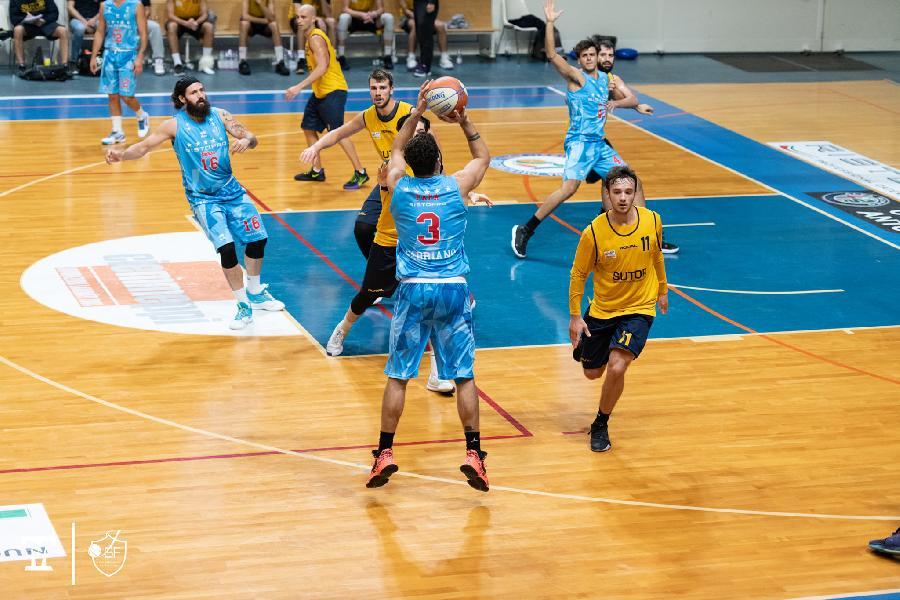 https://www.basketmarche.it/immagini_articoli/27-11-2020/sutor-montegranaro-janus-fabriano-senza-positivit-potrebbe-giocare-marted-dicembre-600.jpg