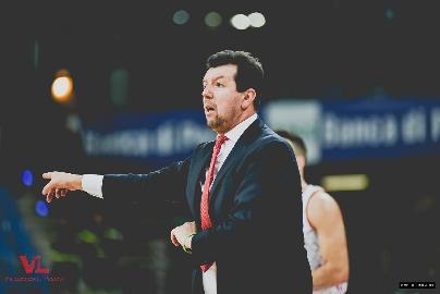 https://www.basketmarche.it/immagini_articoli/28-01-2018/serie-a-post-vuelle-pesaro-pallacanestro-reggiana-le-parole-di-coach-spiro-leka-270.jpg