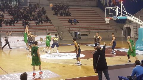 https://www.basketmarche.it/immagini_articoli/28-01-2018/serie-c-silver-ll-campetto-ancona-regola-la-pallacanestro-recanati-270.jpg