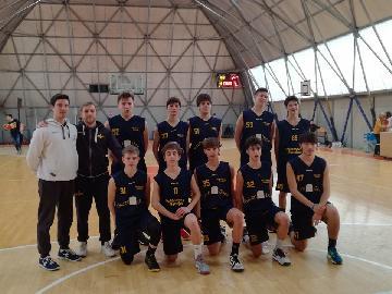 https://www.basketmarche.it/immagini_articoli/28-01-2018/under-16-regionale-la-pallacanestro-recanati-espugna-il-campo-della-robur-family-osimo-270.jpg