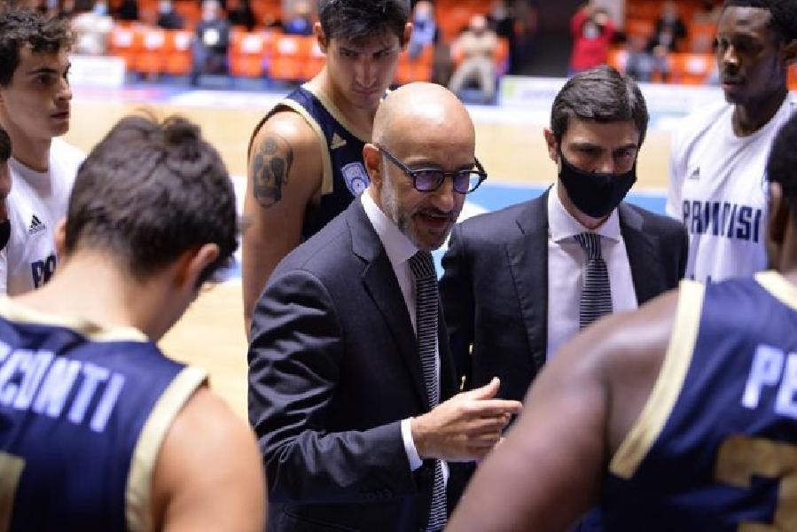 https://www.basketmarche.it/immagini_articoli/28-01-2021/brindisi-coach-vitucci-quarto-stato-decisivo-infortunio-harrison-difesa-buona-600.jpg