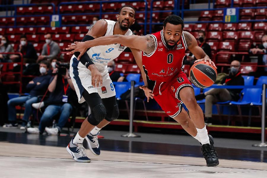 https://www.basketmarche.it/immagini_articoli/28-01-2021/olimpia-milano-supera-zenit-pietroburgo-conquista-sesta-vittoria-consecutiva-600.jpg