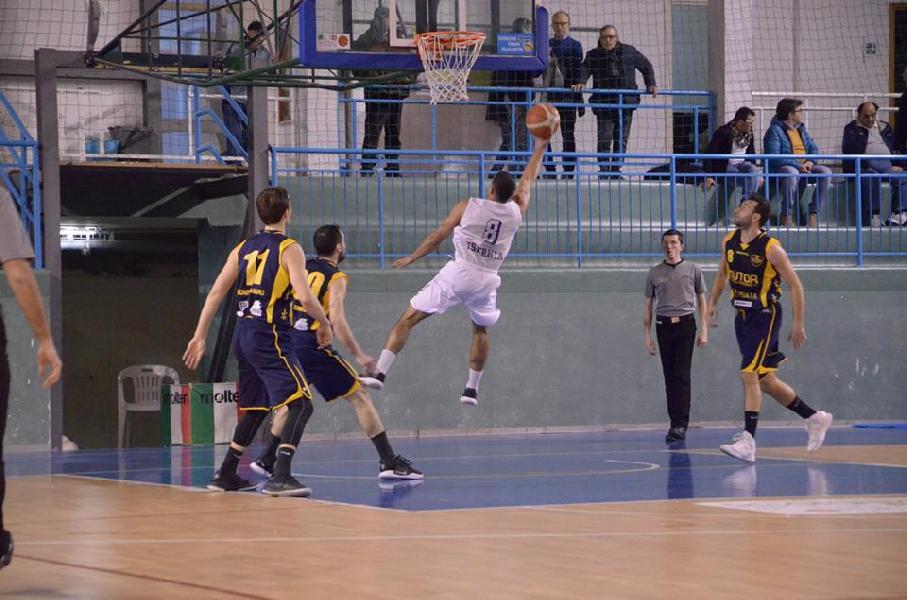 https://www.basketmarche.it/immagini_articoli/28-03-2019/gold-torreborre-allunga-testa-classifica-marcatori-podio-anche-cukinas-adins-600.jpg