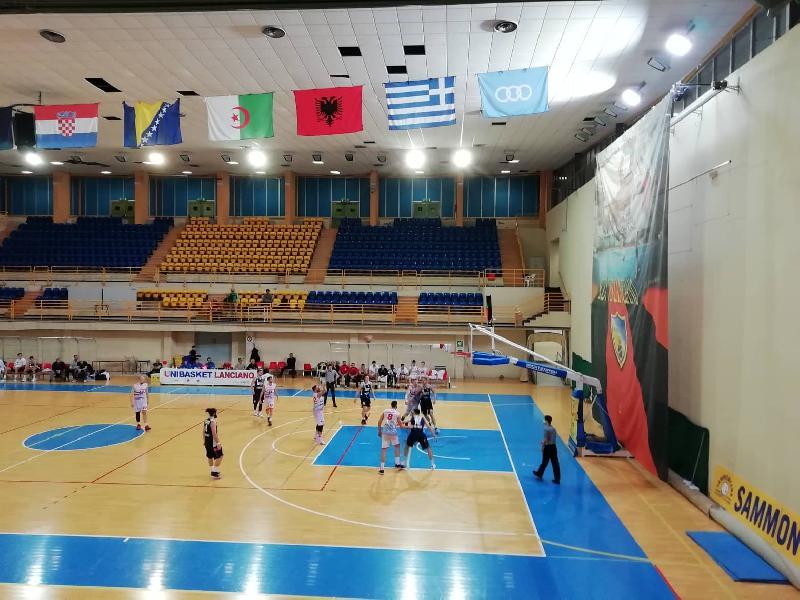 https://www.basketmarche.it/immagini_articoli/28-03-2021/prima-gioia-stagionale-unibasket-lanciano-amatori-pescara-1976-battuta-rimonta-600.jpg