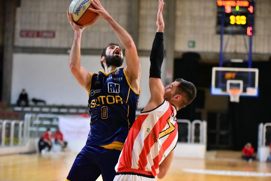 https://www.basketmarche.it/immagini_articoli/28-03-2021/sutor-montegranaro-lotta-fino-fine-viene-sconfitta-campo-tramarossa-vicenza-600.jpg