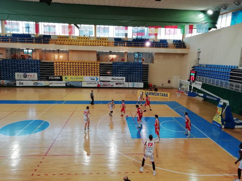 https://www.basketmarche.it/immagini_articoli/28-03-2021/unibasket-lanciano-supera-volata-amatori-pescara-1976-600.jpg