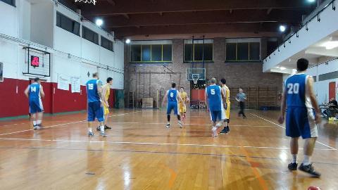 https://www.basketmarche.it/immagini_articoli/28-04-2018/promozione-playoff-gara-3-la-vittoria-per-la-dinamis-falconara-contro-carpegna-vale-la-semifinale-270.jpg