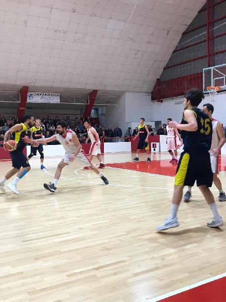 https://www.basketmarche.it/immagini_articoli/28-04-2019/regionale-playoff-basket-maceratese-piega-buona-castelfidardo-semifinale-600.jpg