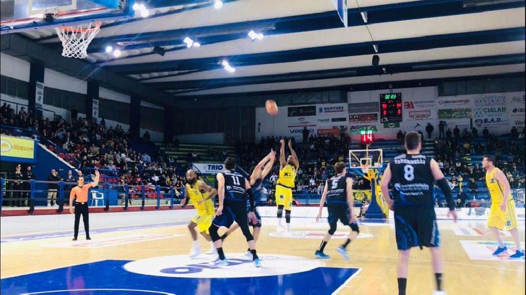 https://www.basketmarche.it/immagini_articoli/28-04-2019/serie-playoff-poderosa-montegranaro-soffre-fine-doma-latina-basket-600.jpg