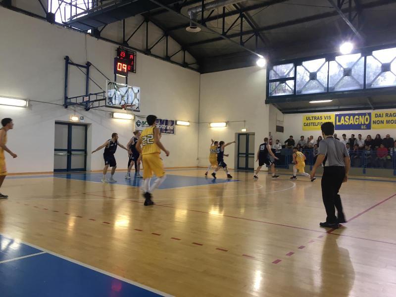 https://www.basketmarche.it/immagini_articoli/28-04-2019/silver-playoff-convincente-pallacanestro-recanati-supera-aquila-vola-semifinale-600.jpg