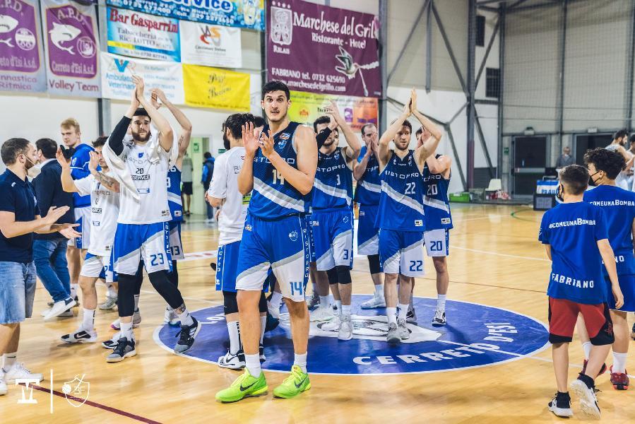 https://www.basketmarche.it/immagini_articoli/28-05-2021/janus-fabriano-programma-completo-semifinali-rucker-vendemiano-600.jpg