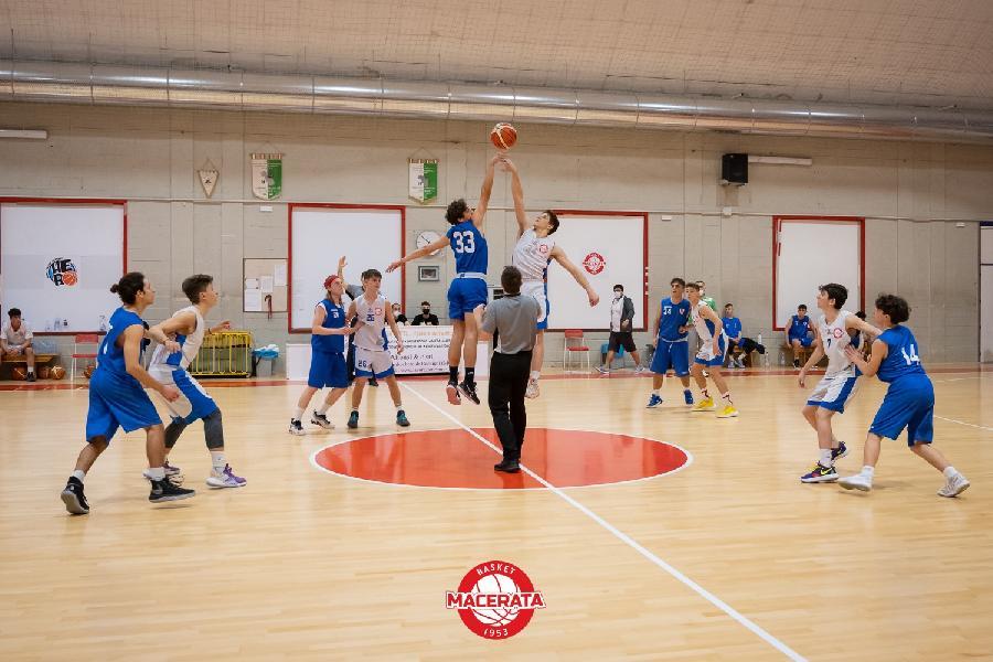 https://www.basketmarche.it/immagini_articoli/28-05-2021/silver-convincente-vittoria-basket-macerata-picchio-civitanova-600.jpg