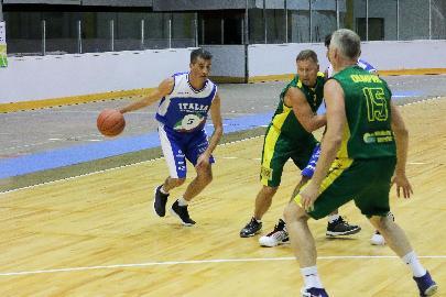 https://www.basketmarche.it/immagini_articoli/28-06-2018/maxi-basket-europei-quinta-giornata-le-nazionali-over-50-ed-over-45-volano-in-semifinale-270.jpg