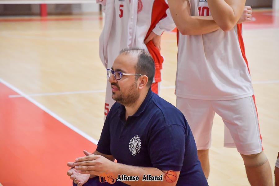 https://www.basketmarche.it/immagini_articoli/28-07-2020/basket-tolentino-accordo-vicino-matteo-palmioli-ruolo-capo-allenatore-600.jpg