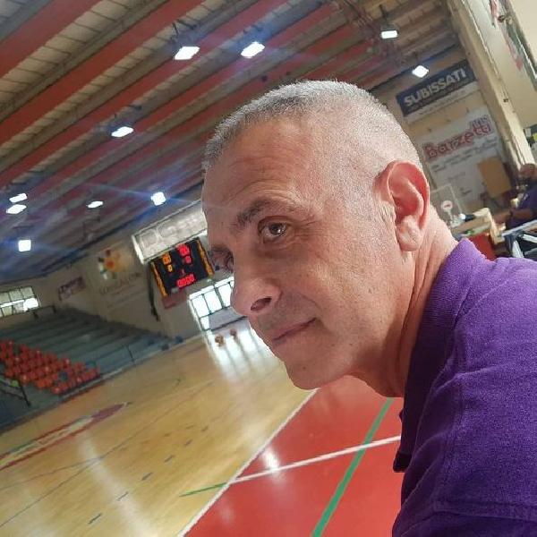 https://www.basketmarche.it/immagini_articoli/28-08-2021/colpo-scena-separano-sorpresa-strade-basket-2000-senigallia-coach-novelli-600.jpg