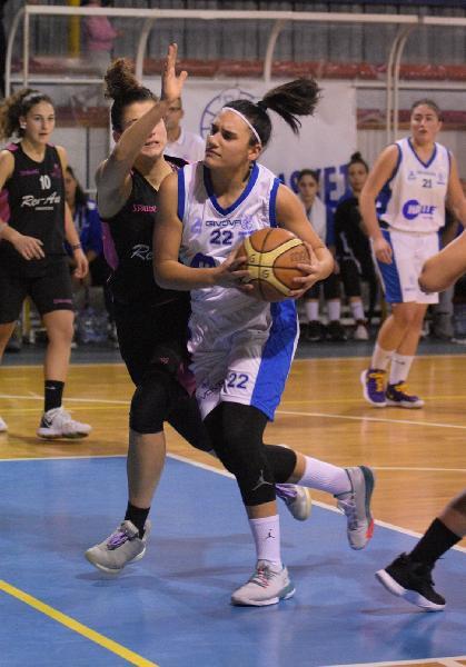https://www.basketmarche.it/immagini_articoli/28-08-2021/colpo-thunder-basket-ufficiale-ritorno-guardia-giulia-michelini-600.jpg