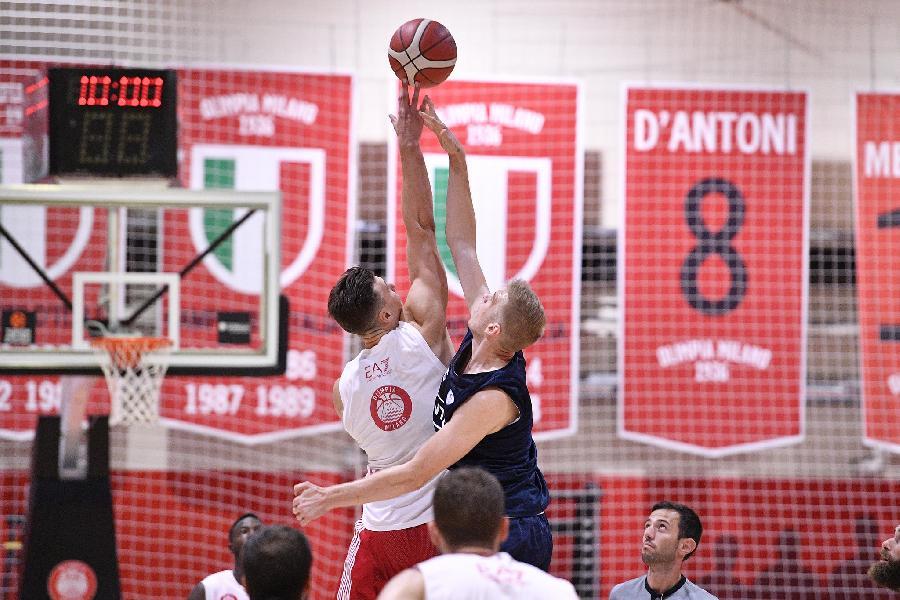 https://www.basketmarche.it/immagini_articoli/28-08-2021/olimpia-milano-prima-settimana-lavoro-chiusa-buon-test-cant-600.jpg