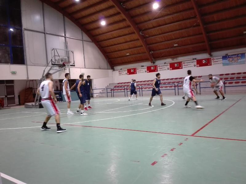 https://www.basketmarche.it/immagini_articoli/28-09-2018/pallacanestro-acqualagna-supera-volata-pallacanestro-urbania-amichevole-600.jpg