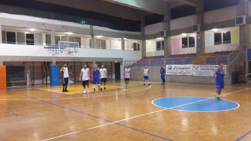 https://www.basketmarche.it/immagini_articoli/28-09-2019/conero-basket-indicazioni-positive-primo-test-amichevole-junior-porto-recanati-600.jpg