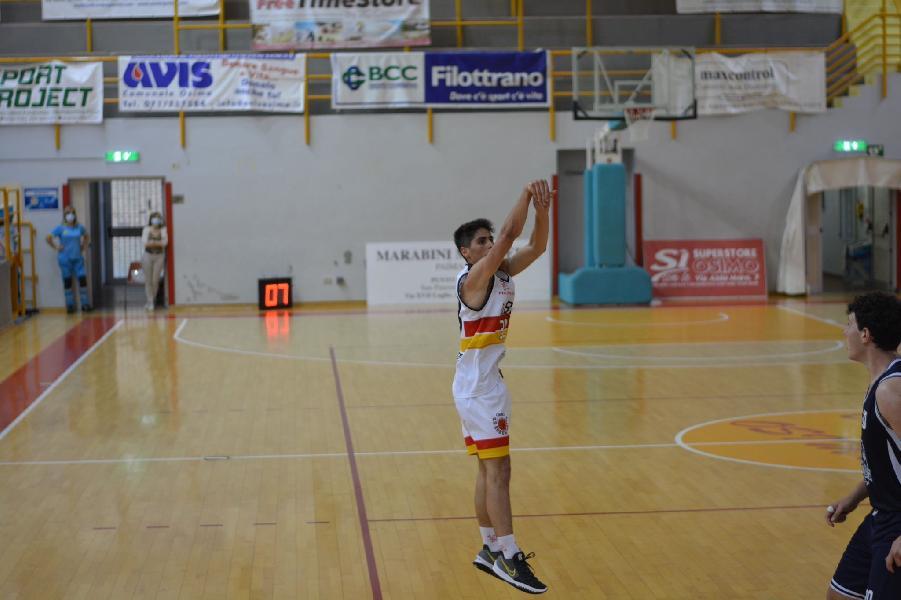 https://www.basketmarche.it/immagini_articoli/28-09-2021/pallacanestro-recanati-ufficiale-arrivo-giovane-play-tommaso-bartolucci-600.jpg