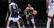 https://www.basketmarche.it/immagini_articoli/28-09-2021/pesaro-stefano-cioppi-tyler-larson-porter-leadership-carisma-personalit-120.jpg