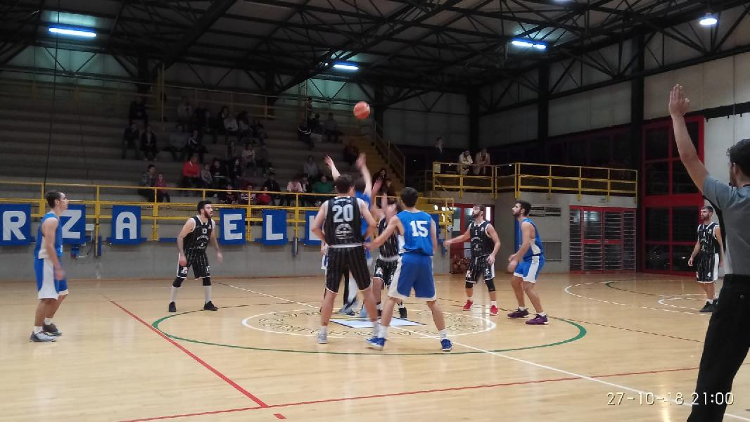https://www.basketmarche.it/immagini_articoli/28-10-2018/casa-lampadario-ellera-domina-scontro-diretto-atomika-basket-spoleto-600.jpg