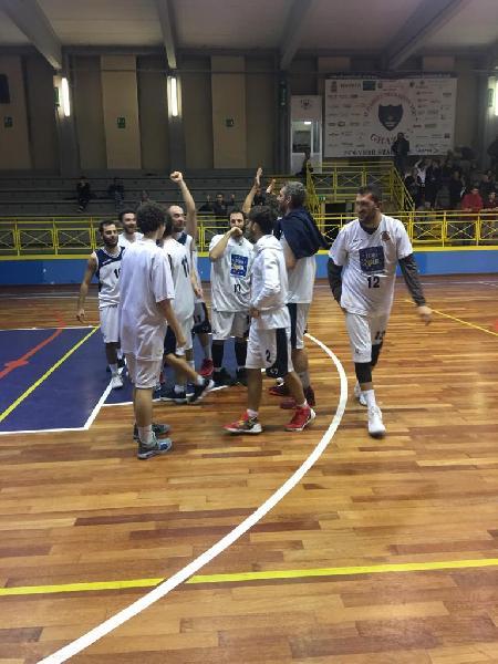 https://www.basketmarche.it/immagini_articoli/28-10-2018/pallacanestro-fermignano-espugna-volata-campo-basket-todi-600.jpg