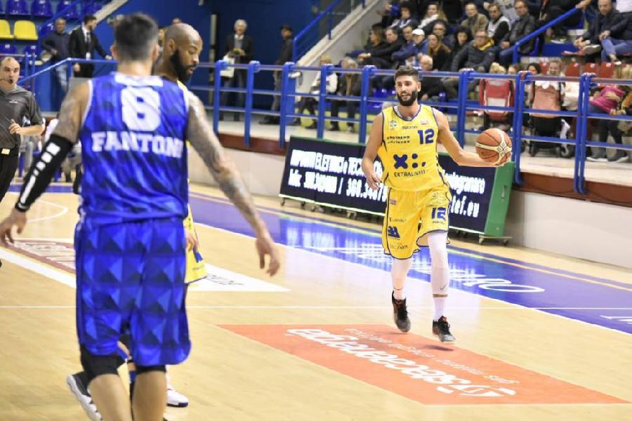 https://www.basketmarche.it/immagini_articoli/28-10-2018/poderosa-montegranaro-urlo-sbancata-forl-quinta-vittoria-consecutiva-600.jpg