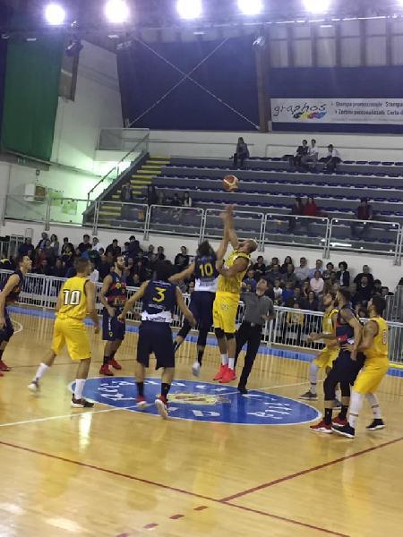 https://www.basketmarche.it/immagini_articoli/28-10-2018/risultati-tabellini-quarta-giornata-fermignano-urbania-assisi-comando-600.jpg