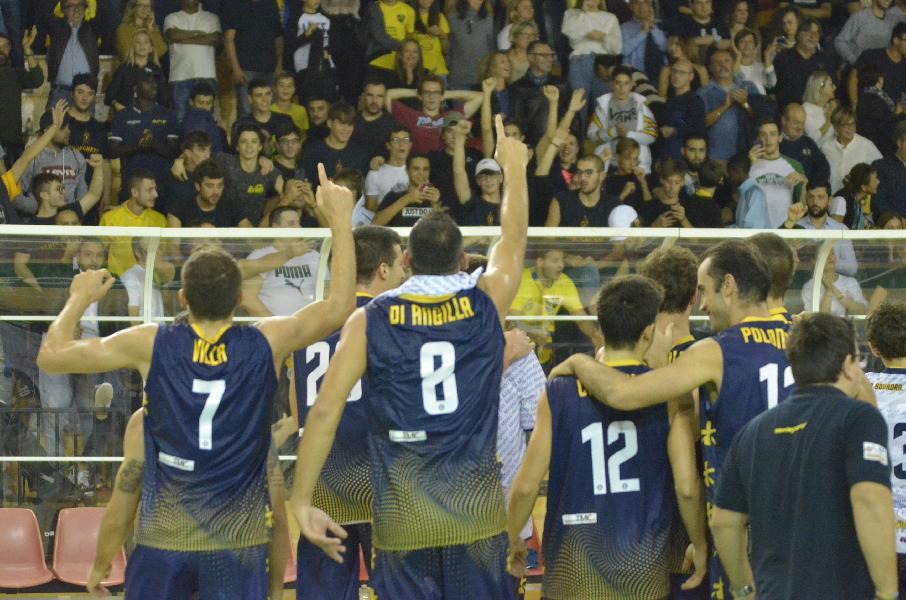 https://www.basketmarche.it/immagini_articoli/28-10-2019/sutor-montegranaro-capitan-angilla-vincere-questo-derby-stato-sogno-600.jpg