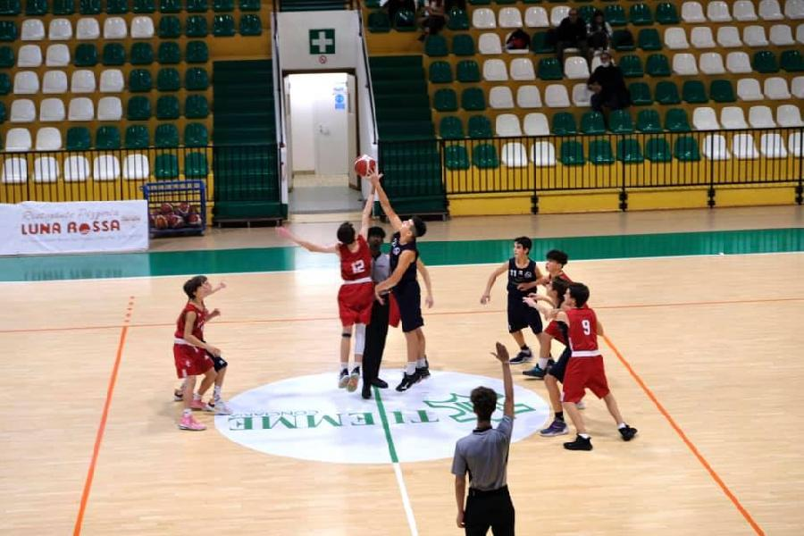 https://www.basketmarche.it/immagini_articoli/28-10-2021/eccellenza-sporting-pselpidio-supera-volata-pontevecchio-basket-600.jpg