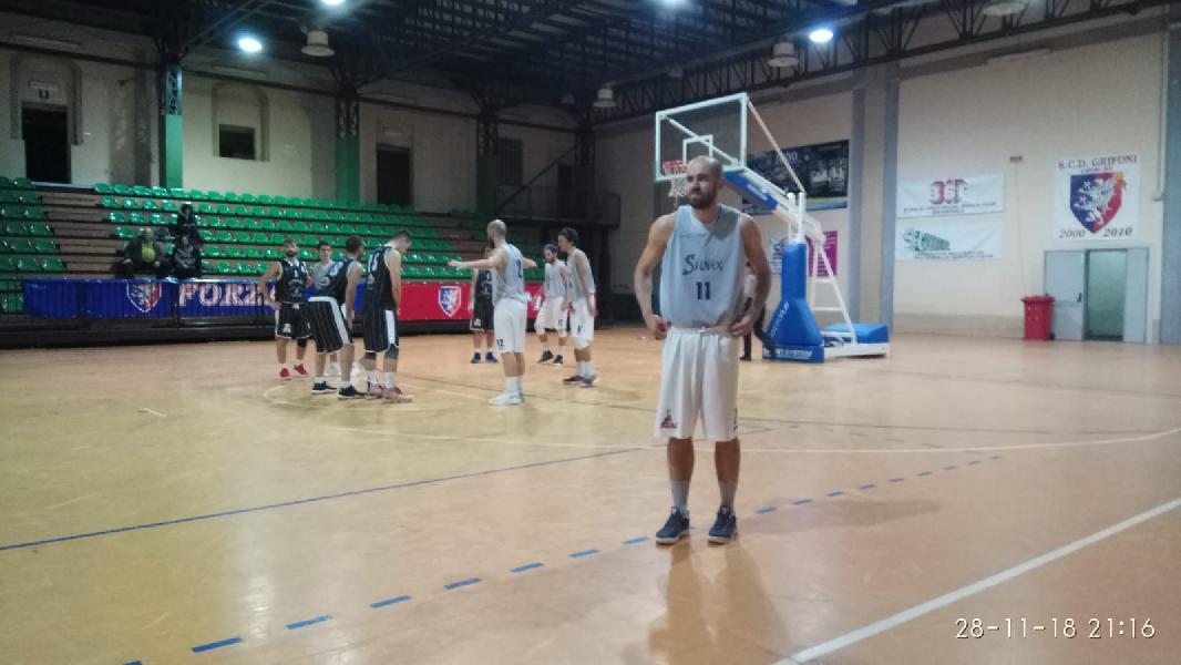 https://www.basketmarche.it/immagini_articoli/28-11-2018/basket-spello-sioux-ancora-imbattuto-atomika-spoleto-arriva-decima-600.jpg