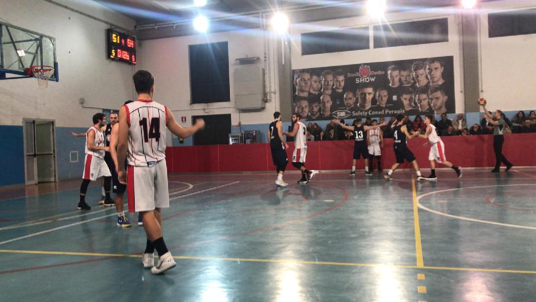 https://www.basketmarche.it/immagini_articoli/28-11-2019/interrompe-decima-giornata-basket-gubbio-imbattibilit-basket-assisi-600.jpg