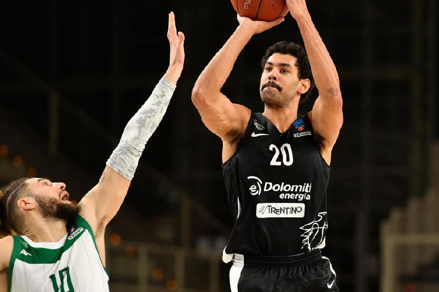 https://www.basketmarche.it/immagini_articoli/28-11-2020/aquila-basket-trento-perde-jeremy-morgan-almeno-settimane-600.jpg