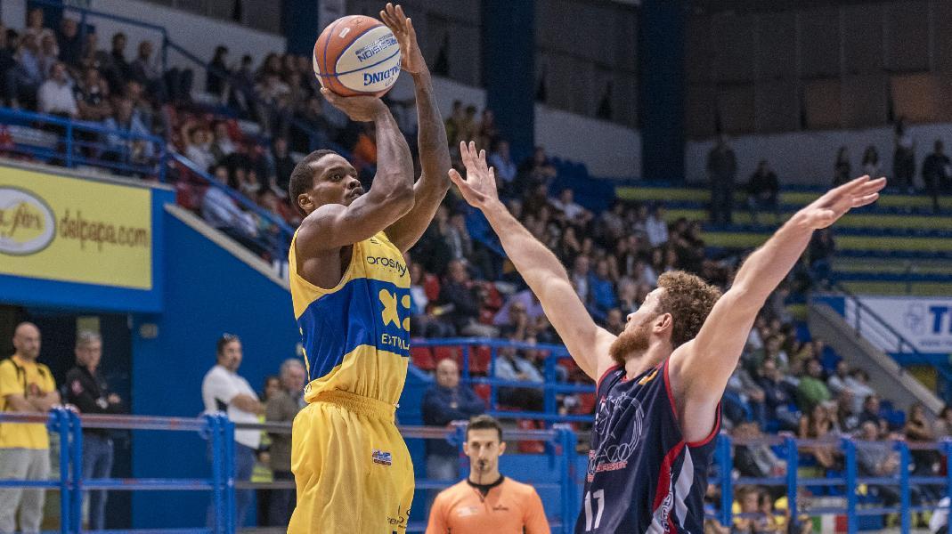 https://www.basketmarche.it/immagini_articoli/28-12-2019/poderosa-montegranaro-trasferta-piacenza-cercare-invertire-rotta-600.jpg