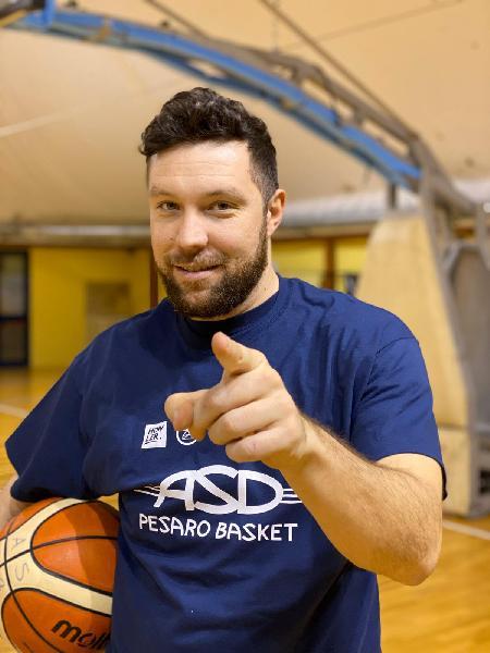 https://www.basketmarche.it/immagini_articoli/29-01-2020/colpo-mercato-capolista-pesaro-basket-ufficiale-ritorno-mathias-terenzi-600.jpg