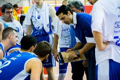 https://www.basketmarche.it/immagini_articoli/29-05-2018/serie-b-nazionale-coach-daniele-aniello--molto-contento-per-la-salvezza-dello-janus-adesso-cerco-un-nuovo-progetto--270.jpg